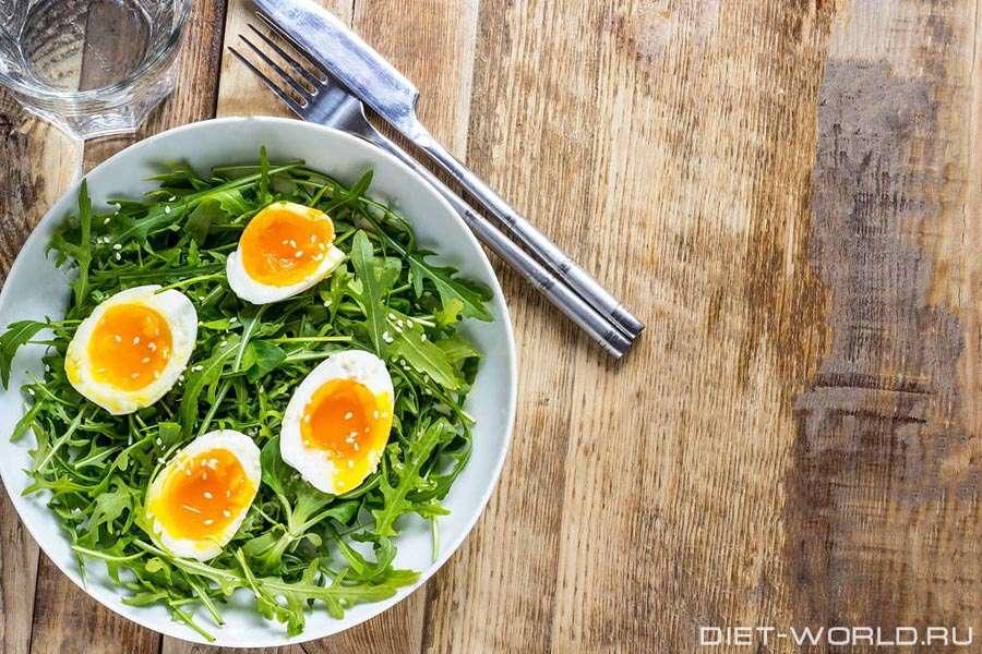 Салат из портулака со свежим огурцом и яйцами